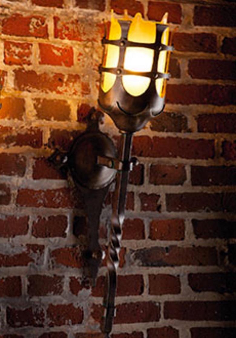 Große Antike Wandfackel-Leuchte