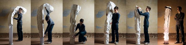 Aufstellen der extravaganten kunstvollen Standleuchte