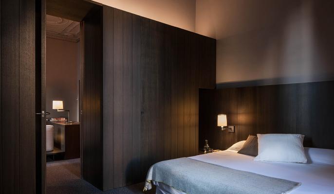 Wandlampe mit Schalter und Leuchtenschim fuer Schlafzimmer