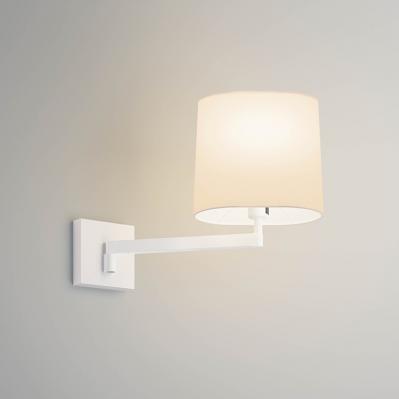 Die Wandlampe mit Schalter und Leuchtenschirm ist eine klassische Wandeuchte