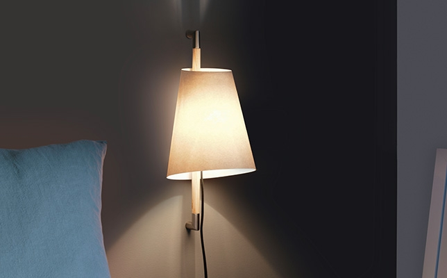 harmonische Wandlampe mit Schalter und Kabel