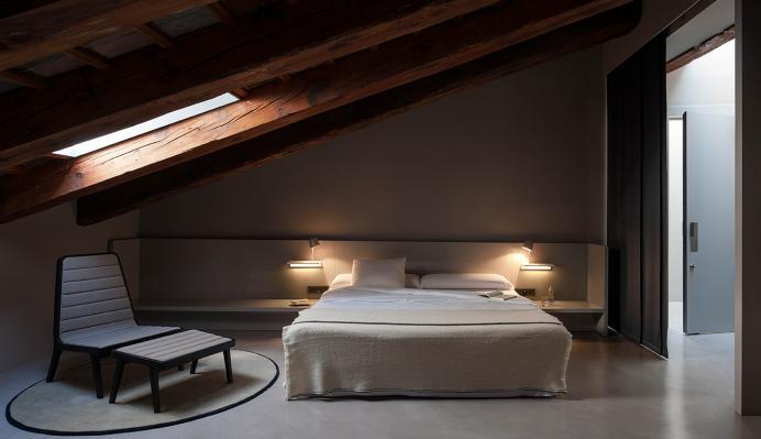 originelle Wandlampen mit Schalter am Bett