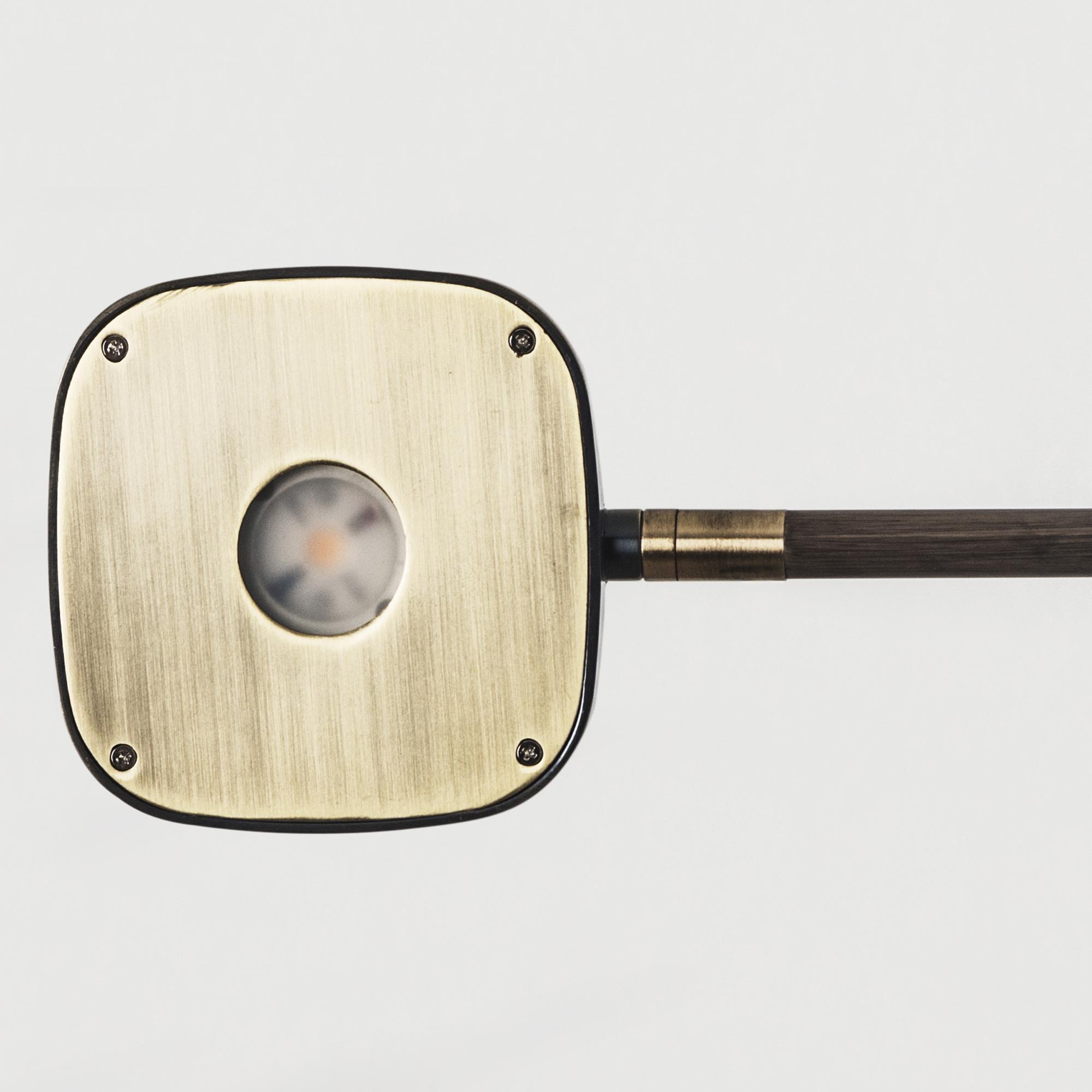 Detail patina braun auf alt getrimmte Wandlampe mit Schalter