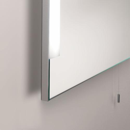 bad spiegel mit beleuchtung und schalter im schlichten design. Black Bedroom Furniture Sets. Home Design Ideas