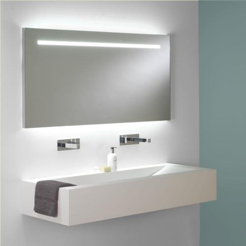 Großer Wandspiegel Bad mit integrierter Beleuchtung und Schalter