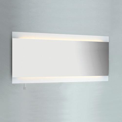 Großer schmaler Wandspiegel Bad mit integrierter Beleuchtung und Schalter