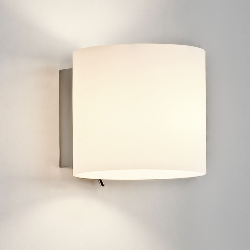 Runde Opalglas Wandlampe mit Schalter
