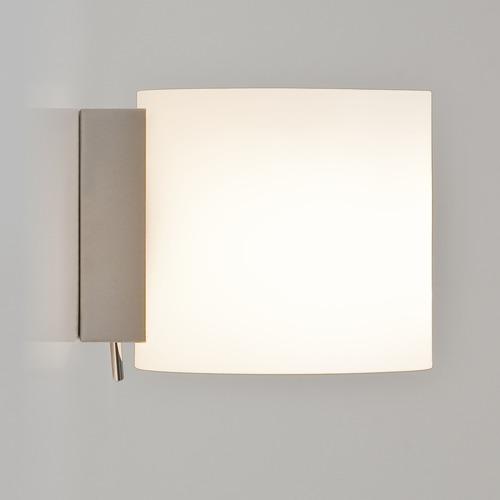 Schoene Opalglas Wandlampe mit Schalter
