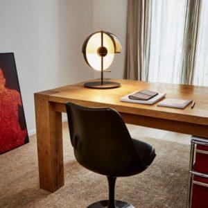 Formschoene Designer Schreibtischleuchte